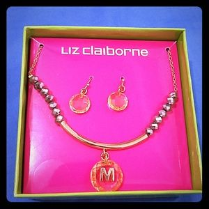 Earings and necklace set